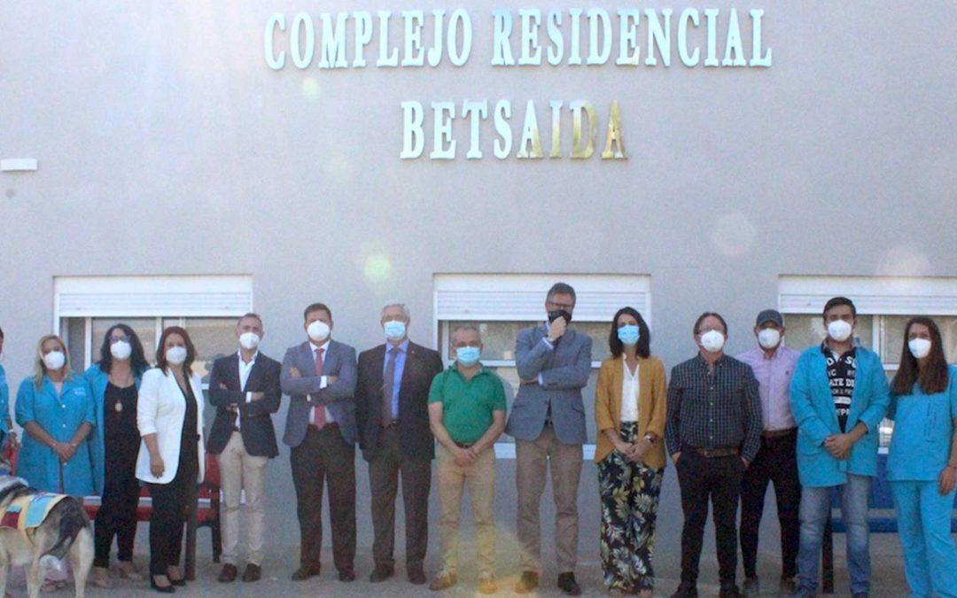 EL DELEGADO TERRITORIAL DE IGUALDAD, POLÍTICAS SOCIALES Y CONCILIACIÓN EN HUELVA, D. MANUEL ANTONIO CONDE DEL RÍO VISITA EL COMPLEJO RESIDENCIAL BETSAIDA.